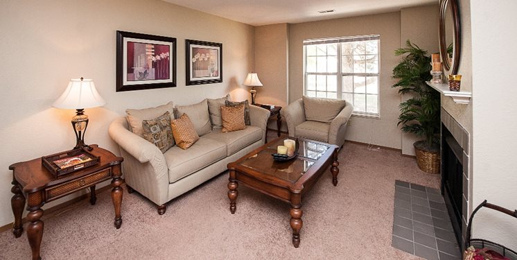 Comfortable Living at Country Club Apartments in Toledo